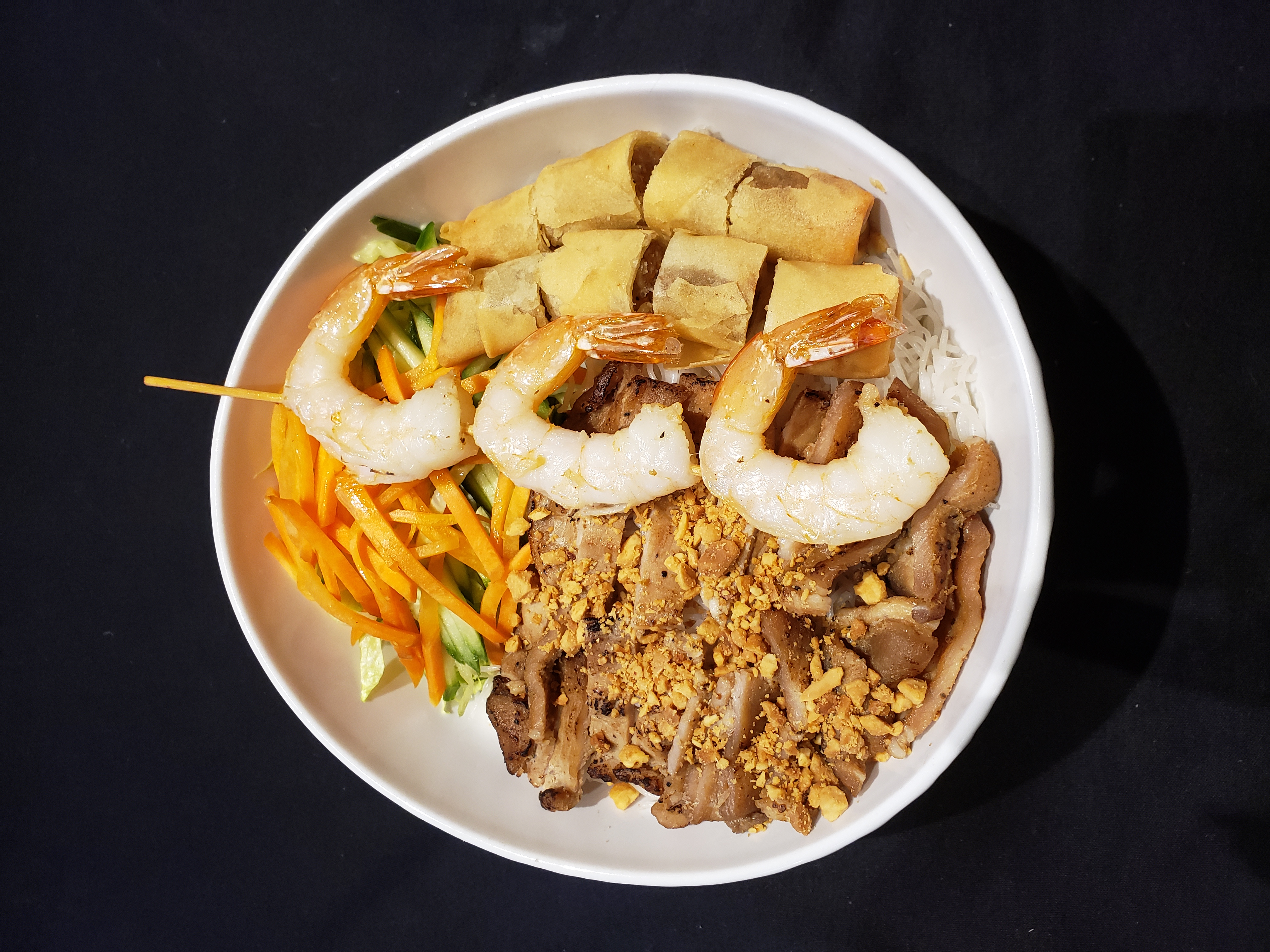 29. Vermicelli with Grilled Prawns, Charbroiled Pork & spring Rolls